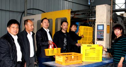 苍梧县农机局潘树坚局长一行考察柑子花篮生产情况
