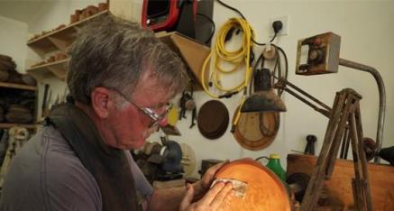 美国木艺术家Dale Larson 旋出完美人生