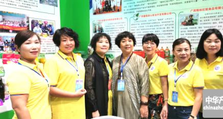 广西区妇联副主席 周亚仙 看望百色女企业家们