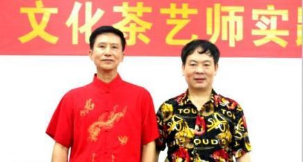 中华产品网副总编唐国宣采访六堡茶品鉴中心主任唐铭