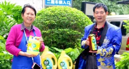中国茶籽油闪奶奶 把健康送给你 把美丽送给你